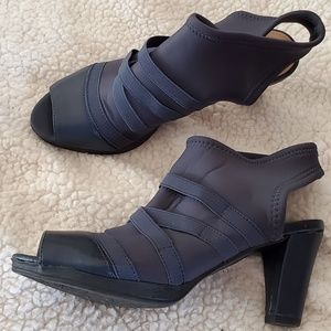 Bella Vita Peep-toe heels